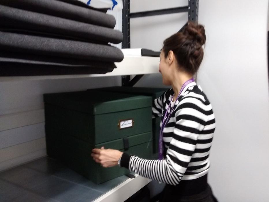 jamilla-lifts-two-boxes