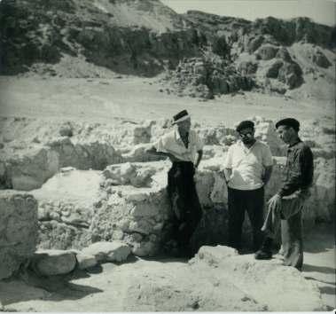 Copy of JMA 17Harding, milik and visitor at Qumran