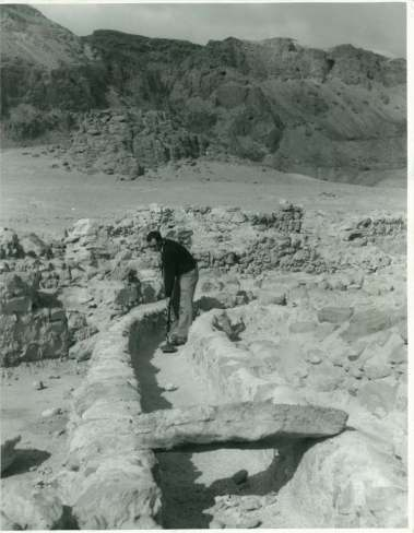Copy of JMA 18 Qumran man with metal detector in water conduit